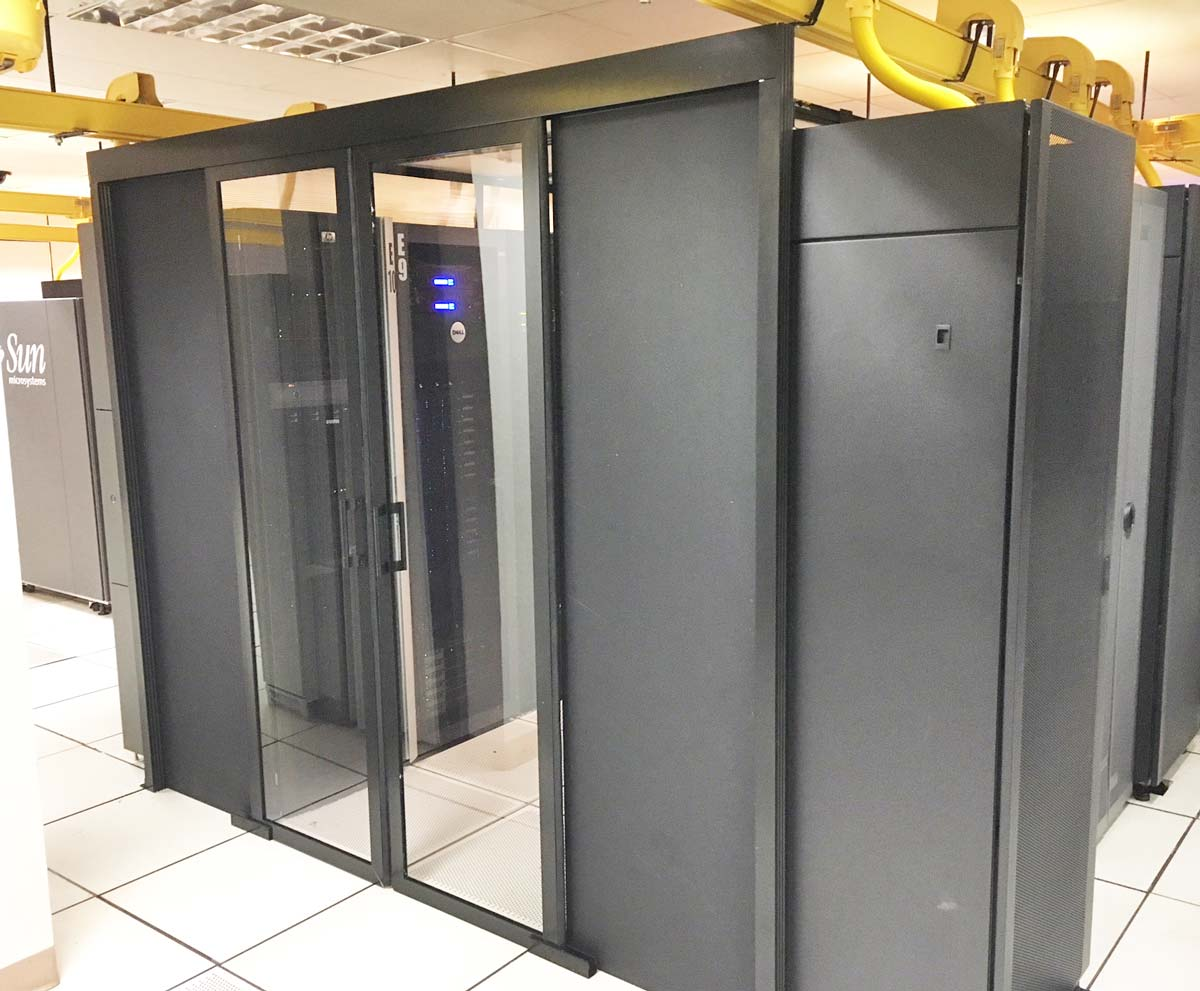 Data Center Hinged Doors : Double sliding door for aisle containtment in data center