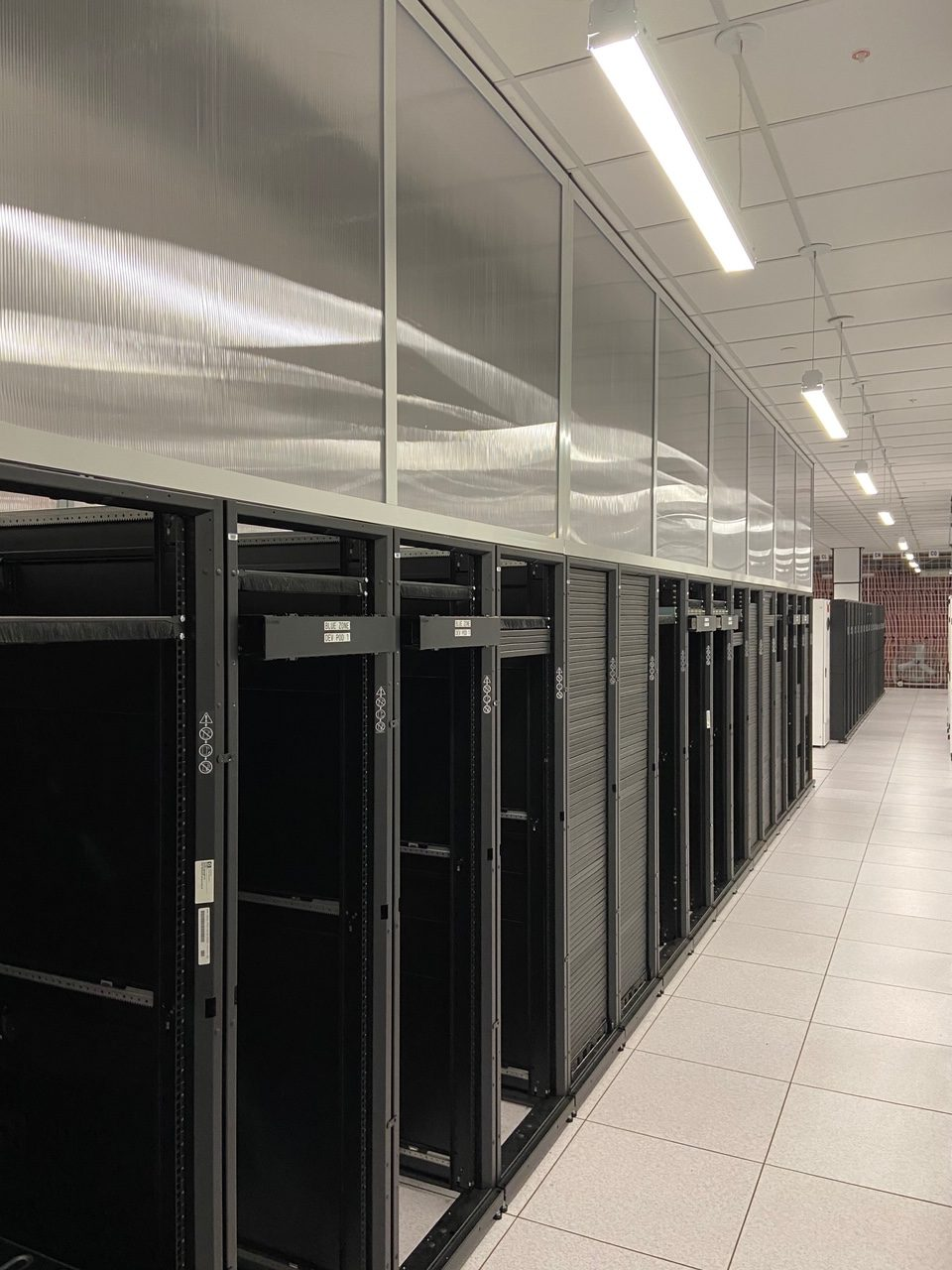 Fixed Containment Panels Data Centers rotated - Fixed Vertical Panels