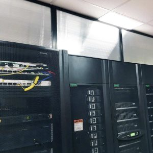 Data center vertical containmet panels